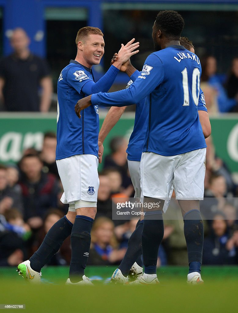 <a gi-track='captionPersonalityLinkClicked' href=/galleries/search?phrase=James+McCarthy+-+Soccer+Player&family=editorial&specificpeople=8984734 ng-click='$event.stopPropagation()'>James McCarthy</a> of Everton celebrates scoring the opening goal with <a gi-track='captionPersonalityLinkClicked' href=/galleries/search?phrase=Romelu+Lukaku&family=editorial&specificpeople=6342802 ng-click='$event.stopPropagation()'>Romelu Lukaku</a> of Everton during the Barclays Premier League match between Everton and Newcastle United at Goodison Park on March 15, 2015 in Liverpool, England.
