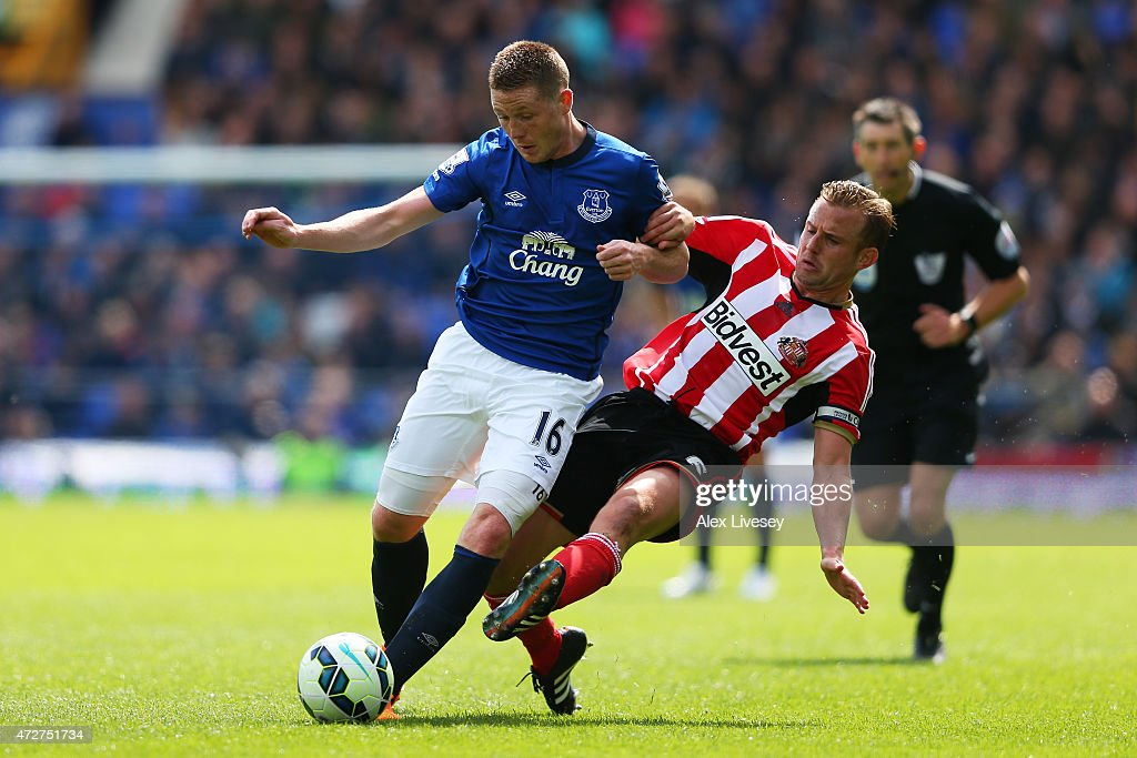 <a gi-track='captionPersonalityLinkClicked' href=/galleries/search?phrase=James+McCarthy+-+Soccer+Player&family=editorial&specificpeople=8984734 ng-click='$event.stopPropagation()'>James McCarthy</a> of Everton is tackled by <a gi-track='captionPersonalityLinkClicked' href=/galleries/search?phrase=Lee+Cattermole&family=editorial&specificpeople=646988 ng-click='$event.stopPropagation()'>Lee Cattermole</a> of Sunderland during the Barclays Premier League match between Everton and Sunderland at Goodison Park on May 9, 2015 in Liverpool, England.