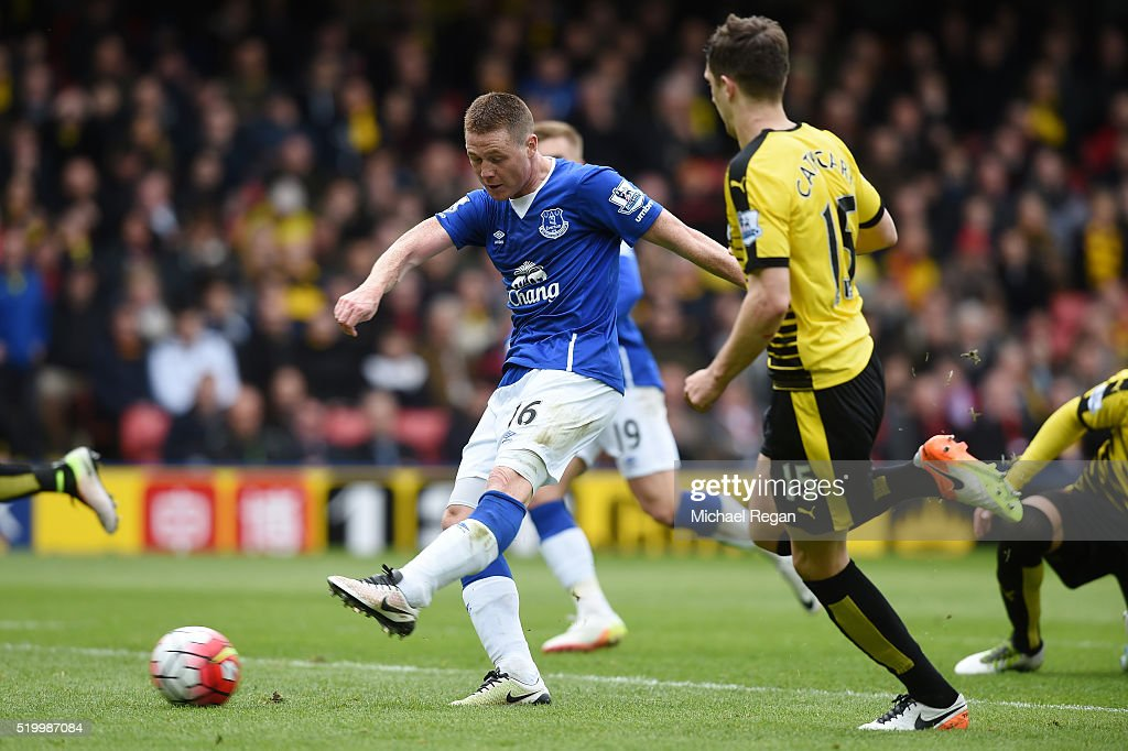 James McCarthy of Everton scores his team's first goal during the Barclays Premier League match between Watford and Everton at Vicarage Road on April 9, 2016 in Watford, England.