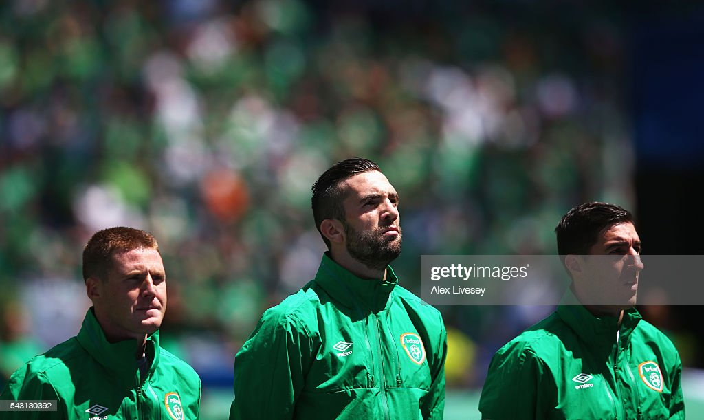 <a gi-track='captionPersonalityLinkClicked' href=/galleries/search?phrase=James+McCarthy+-+Soccer+Player&family=editorial&specificpeople=8984734 ng-click='$event.stopPropagation()'>James McCarthy</a>, <a gi-track='captionPersonalityLinkClicked' href=/galleries/search?phrase=Shane+Duffy+-+Soccer+Player&family=editorial&specificpeople=16068436 ng-click='$event.stopPropagation()'>Shane Duffy</a> and <a gi-track='captionPersonalityLinkClicked' href=/galleries/search?phrase=Stephen+Ward+-+Soccer+Player&family=editorial&specificpeople=13503310 ng-click='$event.stopPropagation()'>Stephen Ward</a> of Republic of Ireland line up for the national anthem prior to the UEFA EURO 2016 round of 16 match between France and Republic of Ireland at Stade des Lumieres on June 26, 2016 in Lyon, France.
