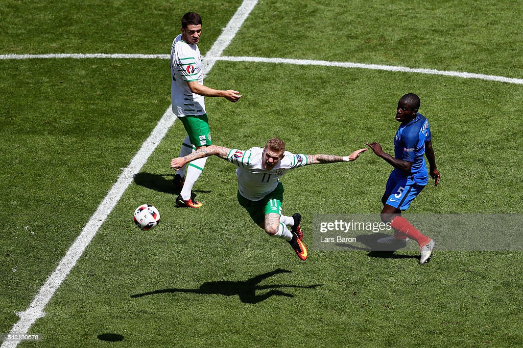 <a gi-track='captionPersonalityLinkClicked' href=/galleries/search?phrase=James+McClean&family=editorial&specificpeople=3699424 ng-click='$event.stopPropagation()'>James McClean</a> (C) of Republic of Ireland and N'Golo Kante (R) of France compete for the ball during the UEFA EURO 2016 round of 16 match between France and Republic of Ireland at Stade des Lumieres on June 26, 2016 in Lyon, France.