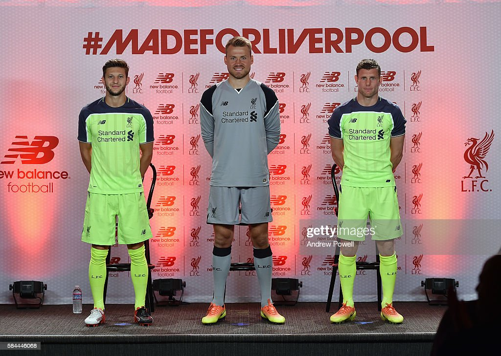 Hilo del Liverpool FC James-milner-adam-lallana-and-simon-mignolet-of-liverpool-during-the-picture-id584446068