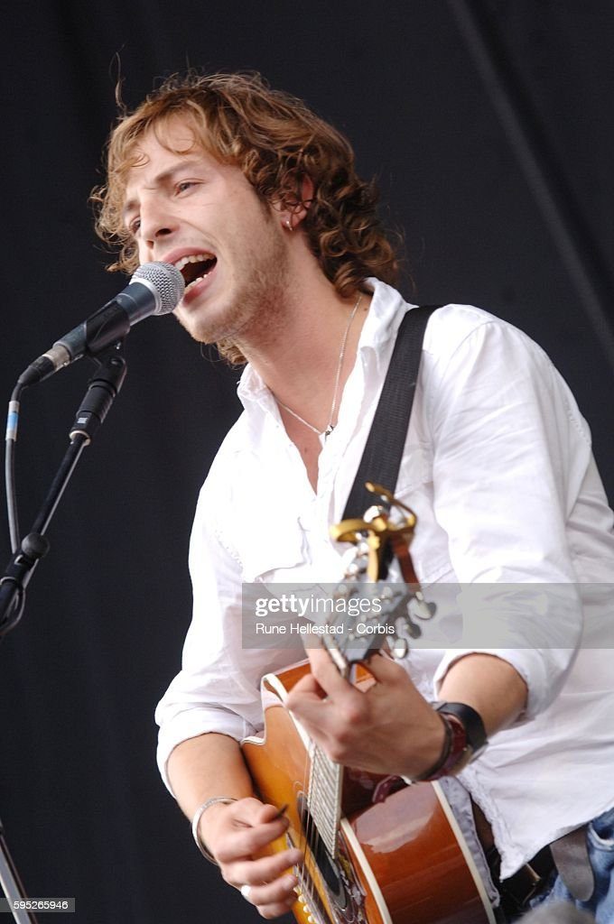 James Morrison performs at the 2006 V Festival
