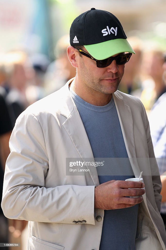 <a gi-track='captionPersonalityLinkClicked' href=/galleries/search?phrase=James+Murdoch&family=editorial&specificpeople=885921 ng-click='$event.stopPropagation()'>James Murdoch</a> visits the SKY Procycling bus ahead of the twentieth and final stage of the 2012 Tour de France, from Rambouillet to the Champs-Elysees on July 22, 2012 in Paris, France.