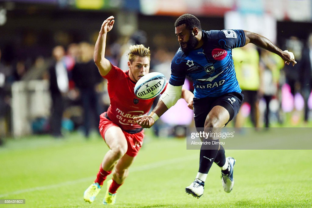James O'Connor of Toulon and third try for Montpellier by Jim Nagusa during the rugby Top 14 match between Montpelier and RC Toulon on May 29, 2016 in Montpellier, France.