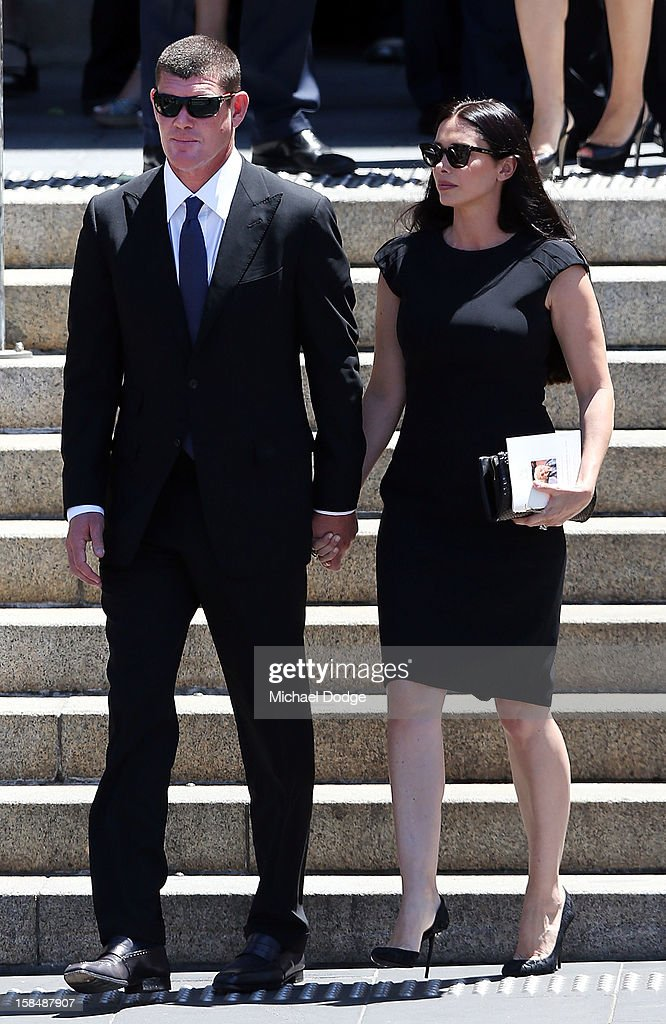 <a gi-track='captionPersonalityLinkClicked' href=/galleries/search?phrase=James+Packer&family=editorial&specificpeople=208645 ng-click='$event.stopPropagation()'>James Packer</a> and wife <a gi-track='captionPersonalityLinkClicked' href=/galleries/search?phrase=Erica+Packer&family=editorial&specificpeople=4616096 ng-click='$event.stopPropagation()'>Erica Packer</a> leave after attending the Dame Elisabeth Murdoch public memorial at St Paul's Cathedral on December 18, 2012 in Melbourne, Australia. Dame Murdoch passed away on December 5th, aged 103.