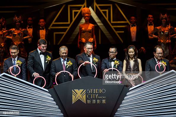 James Packer cochairman of Melco Crown Entertainment Ltd second left Edmund Ho vicechairman of the Chinese People's Political Consultative Conference...