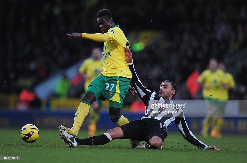 <a gi-track='captionPersonalityLinkClicked' href=/galleries/search?phrase=James+Perch&family=editorial&specificpeople=2211397 ng-click='$event.stopPropagation()'>James Perch</a> of Newcastle United battles with Alex Tettey of Norwich City during the Barclays Premier League match between Norwich City and Newcastle United at Carrow Road on January 12, 2013 in Norwich, England.