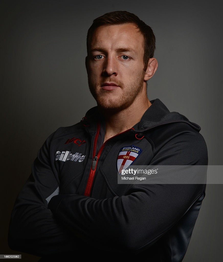 <a gi-track='captionPersonalityLinkClicked' href=/galleries/search?phrase=James+Roby&family=editorial&specificpeople=221110 ng-click='$event.stopPropagation()'>James Roby</a> poses during the England media session for the Rugby League World Cup on October 29, 2013 in Loughborough, England.