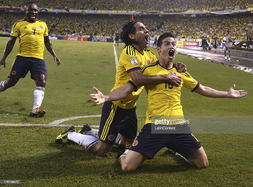 <a gi-track='captionPersonalityLinkClicked' href=/galleries/search?phrase=James+Rodriguez&family=editorial&specificpeople=4422074 ng-click='$event.stopPropagation()'>James Rodriguez</a> of Colombia celebrates a goal with his teammates during a match between Colombia and Ecuador as part of the 15th round of the South American Qualifiers at Metropolitano Roberto Melendez Stadium on September 06, 2013 in Barranquilla, Colombia.