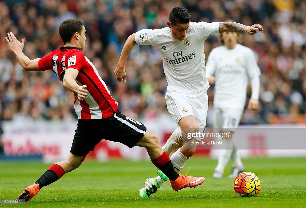 <a gi-track='captionPersonalityLinkClicked' href=/galleries/search?phrase=James+Rodriguez&family=editorial&specificpeople=4422074 ng-click='$event.stopPropagation()'>James Rodriguez</a> of Real Madrid and Sabin Merino of Athletic Bilbao compete for the ball during the La Liga match between Real Madrid CF and Athletic Club at Estadio Santiago Bernabeu on February 13, 2016 in Madrid, Spain.