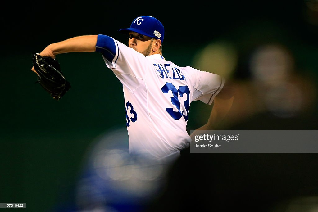 <a gi-track='captionPersonalityLinkClicked' href=/galleries/search?phrase=James+Shields+-+Basebollspelare&family=editorial&specificpeople=8138267 ng-click='$event.stopPropagation()'>James Shields</a> #33 of the Kansas City Royals pitches against the San Francisco Giants during Game One of the 2014 World Series at Kauffman Stadium on October 21, 2014 in Kansas City, Missouri.