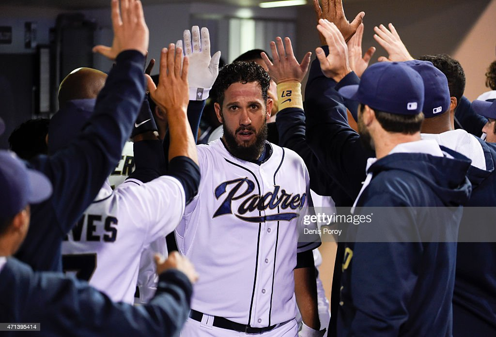 <a gi-track='captionPersonalityLinkClicked' href=/galleries/search?phrase=James+Shields+-+Jogador+de+basebol&family=editorial&specificpeople=8138267 ng-click='$event.stopPropagation()'>James Shields</a> #33 of the San Diego Padres is congratulated in the dugout after scoring during the fifth inning of a baseball game against the Houston Astros at Petco Park April 27, 2015 in San Diego, California.