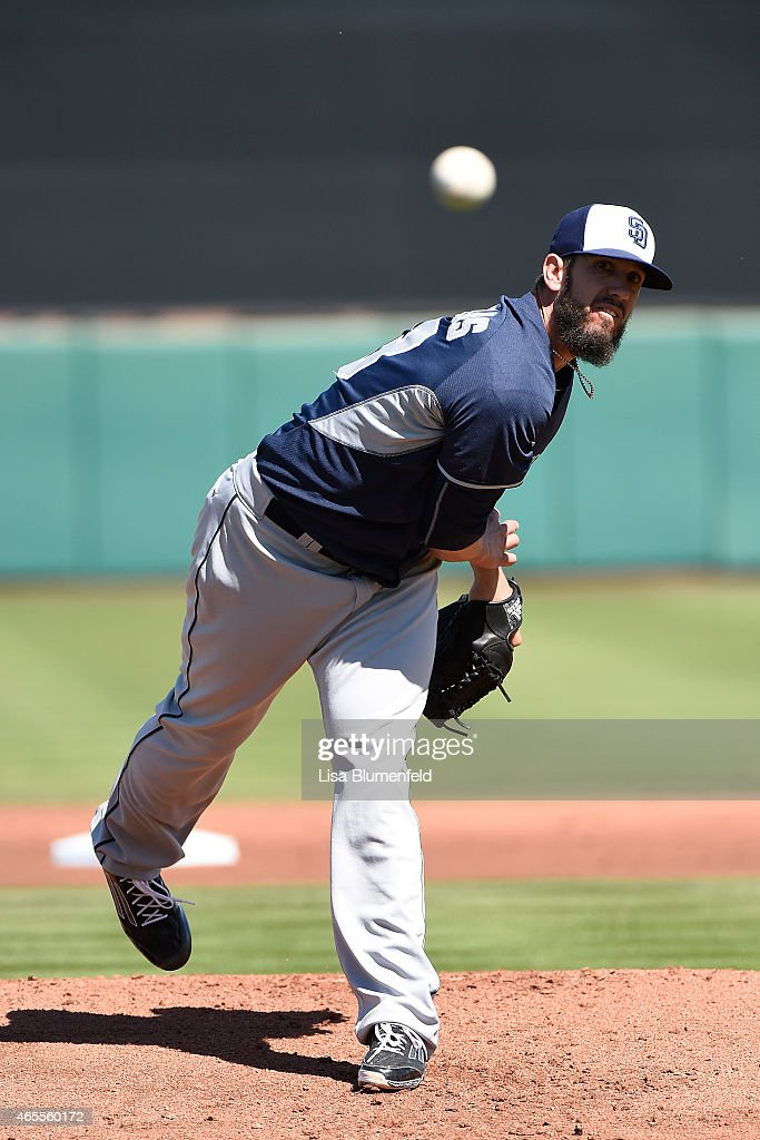 <a gi-track='captionPersonalityLinkClicked' href=/galleries/search?phrase=James+Shields+-+Joueur+de+baseball&family=editorial&specificpeople=8138267 ng-click='$event.stopPropagation()'>James Shields</a> #33 of the San Diego Padres pitches against the San Francisco Giants during a spring training game on March 7, 2015 in Scottsdale, Arizona.