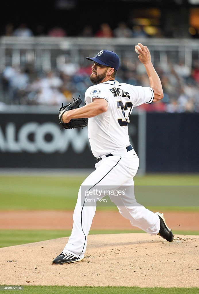 <a gi-track='captionPersonalityLinkClicked' href=/galleries/search?phrase=James+Shields+-+Jugador+de+b%C3%A9isbol&family=editorial&specificpeople=8138267 ng-click='$event.stopPropagation()'>James Shields</a> #33 of the San Diego Padres pitches during the first inning of a baseball game against the Philadelphia Phillies at Petco Park August 7, 2015 in San Diego, California.