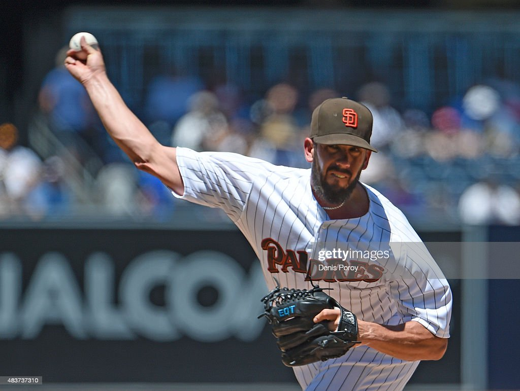 <a gi-track='captionPersonalityLinkClicked' href=/galleries/search?phrase=James+Shields+-+Jugador+de+b%C3%A9isbol&family=editorial&specificpeople=8138267 ng-click='$event.stopPropagation()'>James Shields</a> #33 of the San Diego Padres pitches during the first inning of a baseball game against the Cincinnati Reds at Petco Park August 12, 2015 in San Diego, California.
