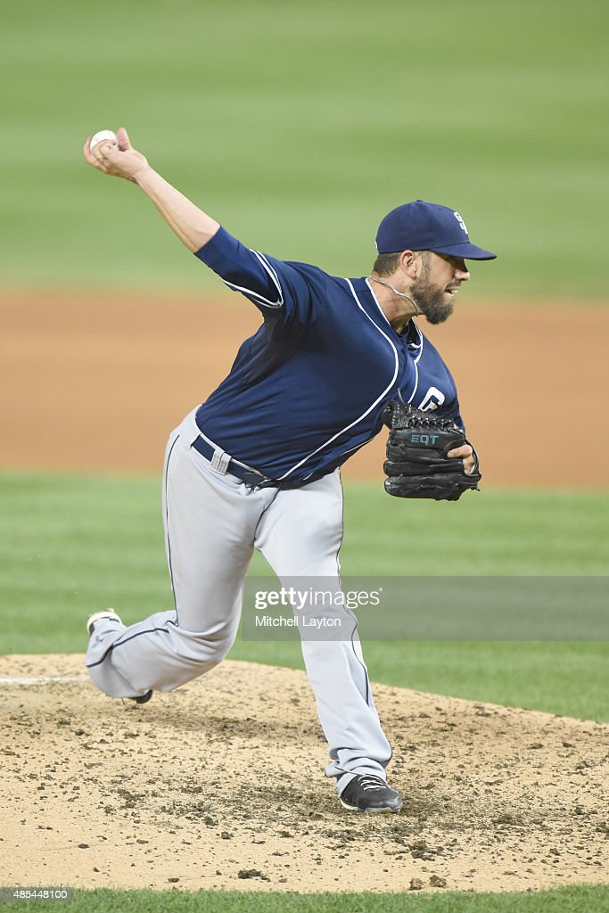 <a gi-track='captionPersonalityLinkClicked' href=/galleries/search?phrase=James+Shields+-+Jugador+de+b%C3%A9isbol&family=editorial&specificpeople=8138267 ng-click='$event.stopPropagation()'>James Shields</a> #33 of the San Diego Padres pitches during the game against the Washington Nationals at Nationals Park on August 25, 2015 in Washington, DC. The Nationals won 8-3.