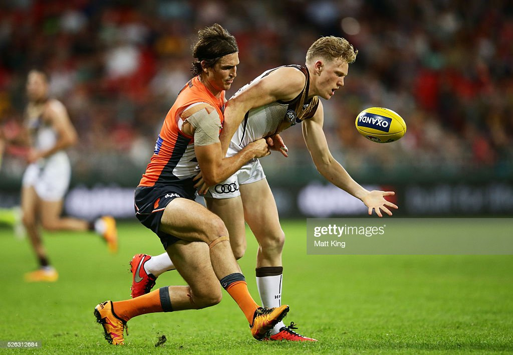 James Sicily of the Hawks is challenged by <a gi-track='captionPersonalityLinkClicked' href=/galleries/search?phrase=Phil+Davis+-+Australian+Rules+Football+Player&family=editorial&specificpeople=12779790 ng-click='$event.stopPropagation()'>Phil Davis</a> of the Giants during the round six AFL match between the Greater Western Sydney Giants and the Hawthorn Hawks at Spotless Stadium on April 30, 2016 in Sydney, Australia.