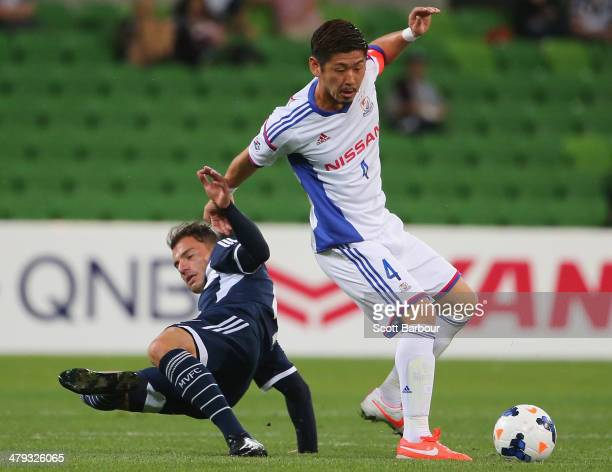 James Troisi of the Victory and Yuzo Kurihara of Yokohama F Marinos compete for the ball during the AFC Asian Champions League match between the...
