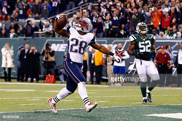 James White of the New England Patriots scores a touchdown in the fourth quarter to tie the game against the New York Jets at MetLife Stadium on...