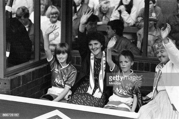Jamie Baker Twin Sister Brenda Mascots Picture Goodison Park Pictures Photos Getty Images