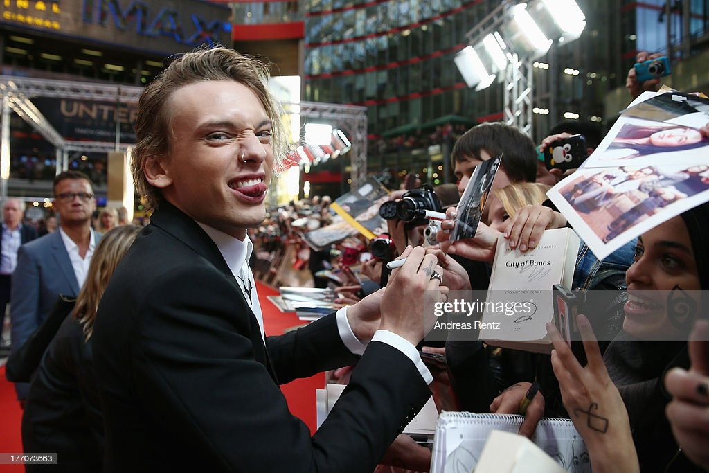 <a gi-track='captionPersonalityLinkClicked' href=/galleries/search?phrase=Jamie+Campbell+Bower&family=editorial&specificpeople=4586724 ng-click='$event.stopPropagation()'>Jamie Campbell Bower</a> arrives for the 'The Mortal Instruments: City of Bones' (Chroniken der Unterwelt) Germany premiere at Sony Centre on August 20, 2013 in Berlin, Germany.