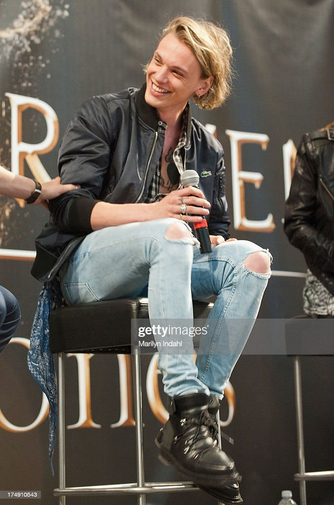<a gi-track='captionPersonalityLinkClicked' href=/galleries/search?phrase=Jamie+Campbell+Bower&family=editorial&specificpeople=4586724 ng-click='$event.stopPropagation()'>Jamie Campbell Bower</a> at the Mall of America for a meet and greet for fans in anticipation for Screen Gems's action-fantasy