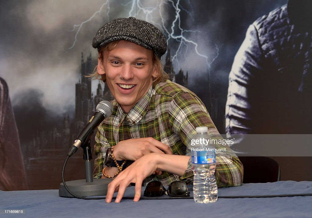<a gi-track='captionPersonalityLinkClicked' href=/galleries/search?phrase=Jamie+Campbell+Bower&family=editorial&specificpeople=4586724 ng-click='$event.stopPropagation()'>Jamie Campbell Bower</a> attends a presentation of his latest film 'City of Bones' at the Diagonal Mar FNAC store on June 27, 2013 in Barcelona, Spain.