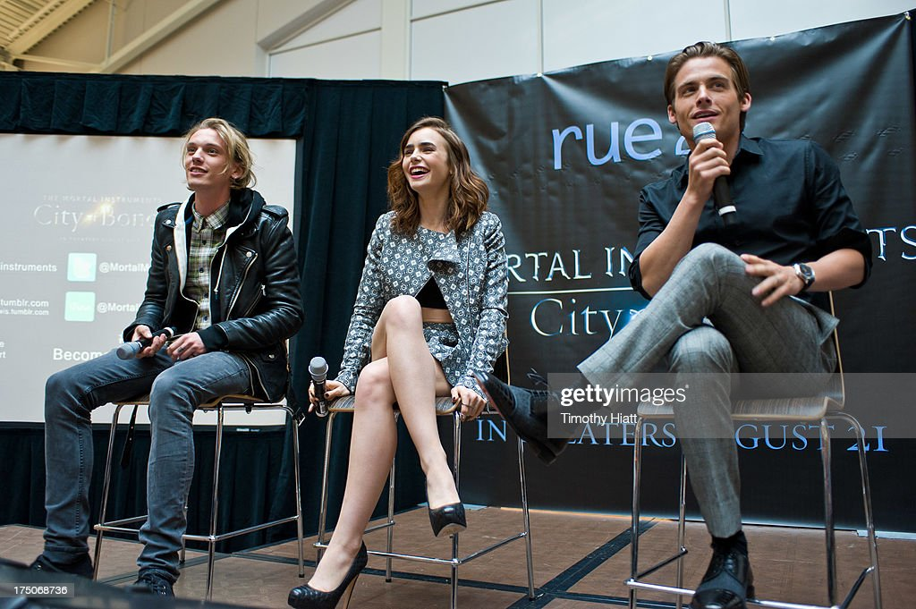 <a gi-track='captionPersonalityLinkClicked' href=/galleries/search?phrase=Jamie+Campbell+Bower&family=editorial&specificpeople=4586724 ng-click='$event.stopPropagation()'>Jamie Campbell Bower</a>, <a gi-track='captionPersonalityLinkClicked' href=/galleries/search?phrase=Lily+Collins&family=editorial&specificpeople=3520243 ng-click='$event.stopPropagation()'>Lily Collins</a>, and <a gi-track='captionPersonalityLinkClicked' href=/galleries/search?phrase=Kevin+Zegers&family=editorial&specificpeople=622283 ng-click='$event.stopPropagation()'>Kevin Zegers</a> attend a Q&A and autograph session for fans in anticipation of Screen Gems' action-fantasy