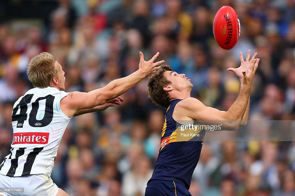 Jamie Cripps of the Eagles marks the ball against Josh Smith of the Magpies during the round six AFL match between the West Coast Eagles and the Collingwood Magpies at Domain Stadium on May 1, 2016 in Perth, Australia.