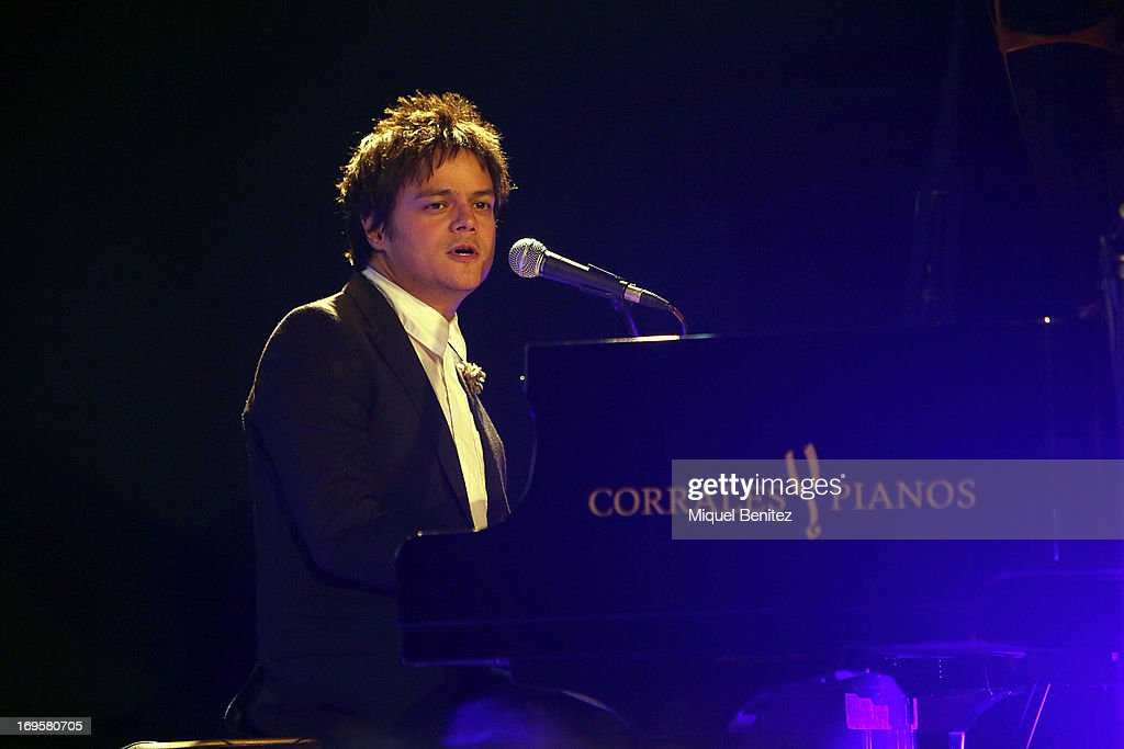<a gi-track='captionPersonalityLinkClicked' href=/galleries/search?phrase=Jamie+Cullum&family=editorial&specificpeople=171467 ng-click='$event.stopPropagation()'>Jamie Cullum</a> performs during the 'Cadena 100 Number 1 Awards 2013' on May 27, 2013 in Barcelona, Spain.