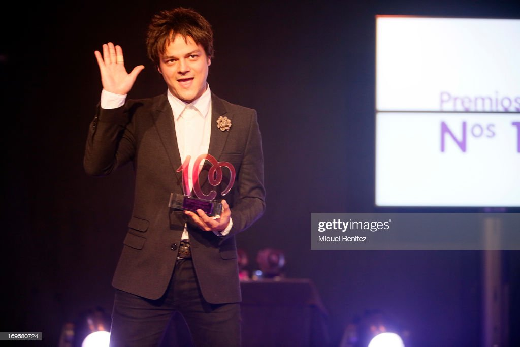 <a gi-track='captionPersonalityLinkClicked' href=/galleries/search?phrase=Jamie+Cullum&family=editorial&specificpeople=171467 ng-click='$event.stopPropagation()'>Jamie Cullum</a> receives his award at 'Cadena 100 Number 1 Awards 2013' on May 27, 2013 in Barcelona, Spain.