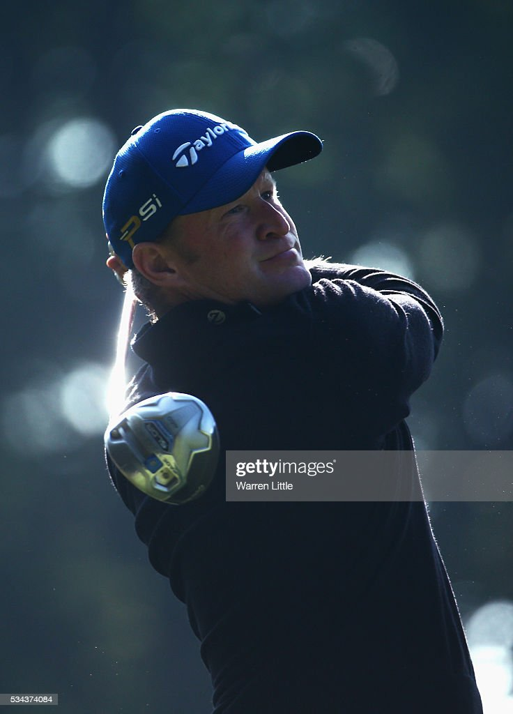 <a gi-track='captionPersonalityLinkClicked' href=/galleries/search?phrase=Jamie+Donaldson&family=editorial&specificpeople=241203 ng-click='$event.stopPropagation()'>Jamie Donaldson</a> of Wales tees off on the 3rd hole during day one of the BMW PGA Championship at Wentworth on May 26, 2016 in Virginia Water, England.