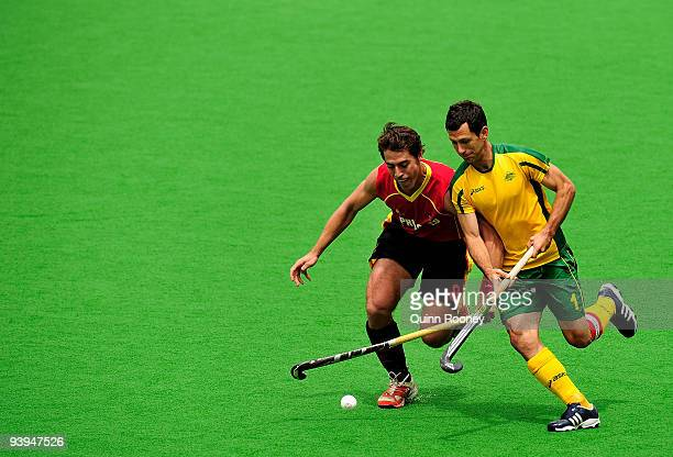 Jamie Dwyer of Australia and Alex Fabregas of Spain contest for the ball in the match between Australia and Spain on day five of the 2009 Hockey...