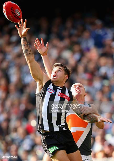 Jamie Elliott of the Magpies attempts to mark infront of Tom Scully of the Giants during the round 11 AFL match between the Collingwood Magpies and...