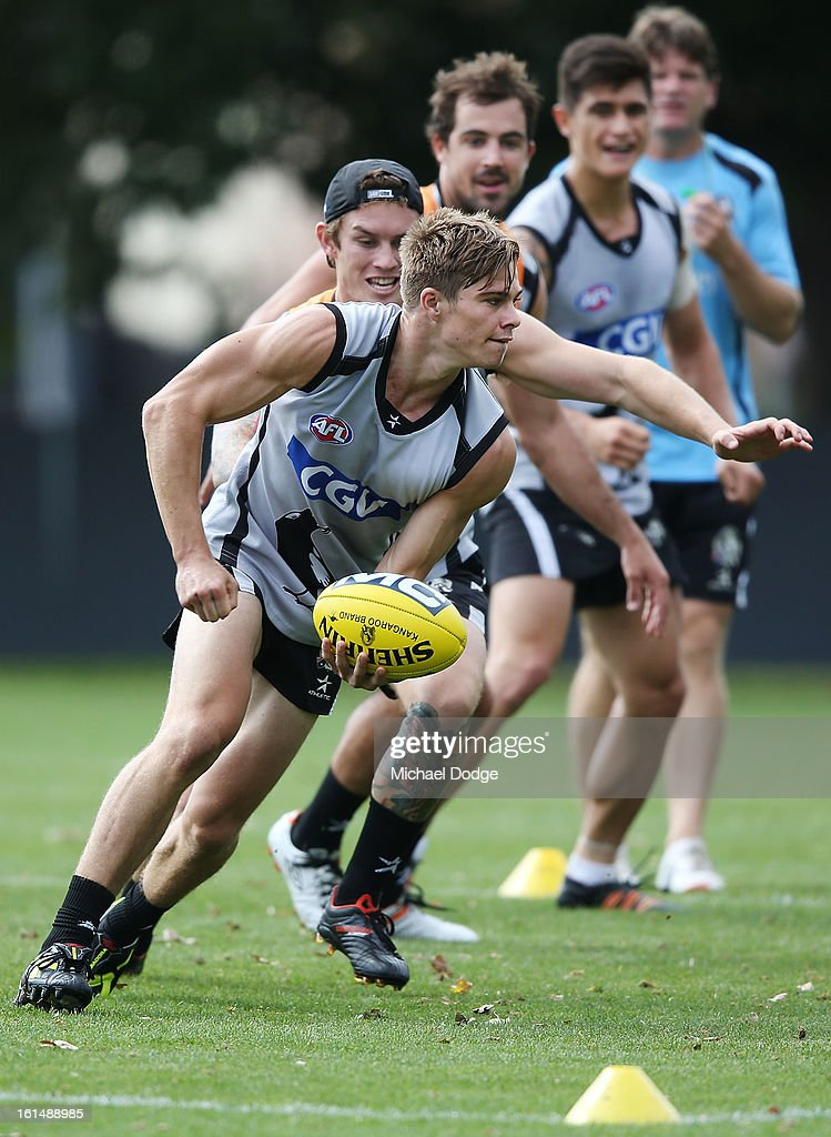 Jamie Elliott runs with the ball ahead of Steele Sidebottom during a Collingwood Magpies AFL session at Westpac Centre on February 12, 2013 in Melbourne, Australia.