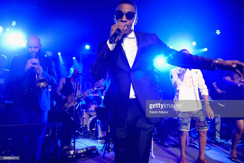 Jamie Foxx performs onstage at Apollo in the Hamptons 2017: hosted by Ronald O. Perelman at The Creeks on August 12, 2017 in East Hampton, New York.