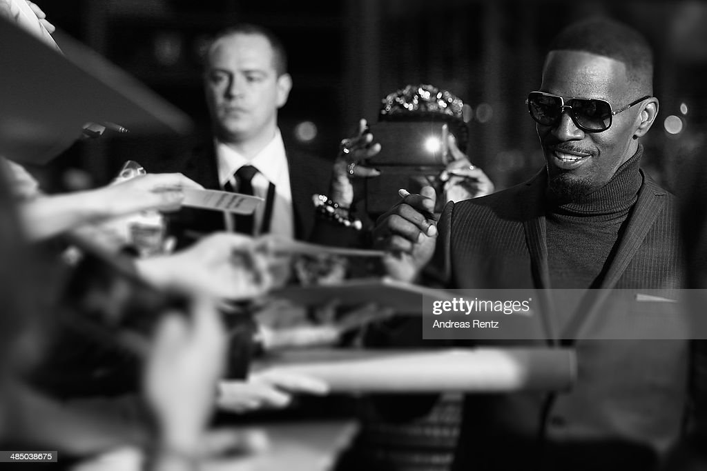 Jamie Foxx sings autographs at the 'The Amazing Spider-Man 2: Rise Of Electro' Berlin Premiere at Hotel Adlon on April 15, 2014 in Berlin, Germany.
