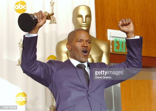 Jamie Foxx winner Best Actor in a Leading Role for 'Ray'