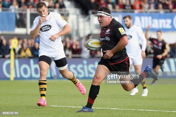 Jamie George of Saracens breaks clear to score his first try of three during the Aviva Premiership match between Saracens and Wasps at Allianz Park...