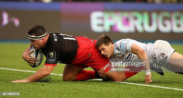 Jamie George of Saracens dives over to score a try under pressure from Julien Blanc of Oyonnax during the European Rugby Champions Cup match between...