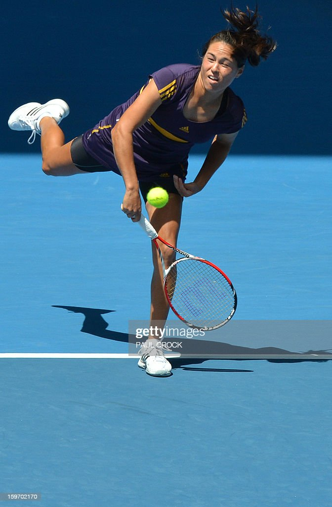 Jamie Hampton of the US serves during her women's singles match against Belarus's Victoria Azarenka on the sixth day of the Australian Open tennis tournament in Melbourne on January 19, 2013. AFP PHOTO/GREG WOOD IMAGE STRICTLY RESTRICTED TO EDITORIAL USE - STRICTLY NO COMMERCIAL USE