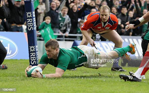 Jamie Heaslip of Ireland dives over for a try during the RBS 6 Nations match between Ireland and France at the Aviva Stadium on February 13 2011 in...