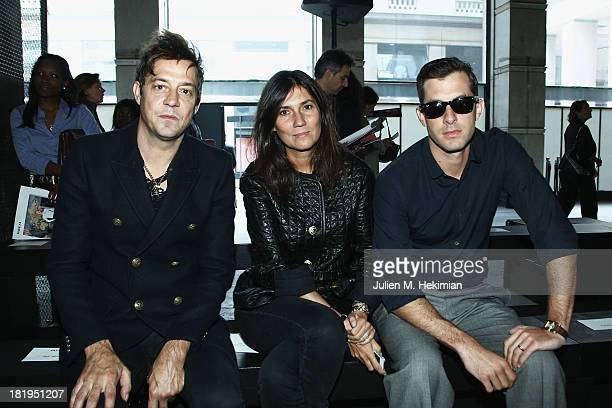 Jamie Hince Emmanuelle Alt and Mark Ronson attend the IRFE show as part of the Paris Fashion Week Womenswear Spring/Summer 2014 on September 26 2013...