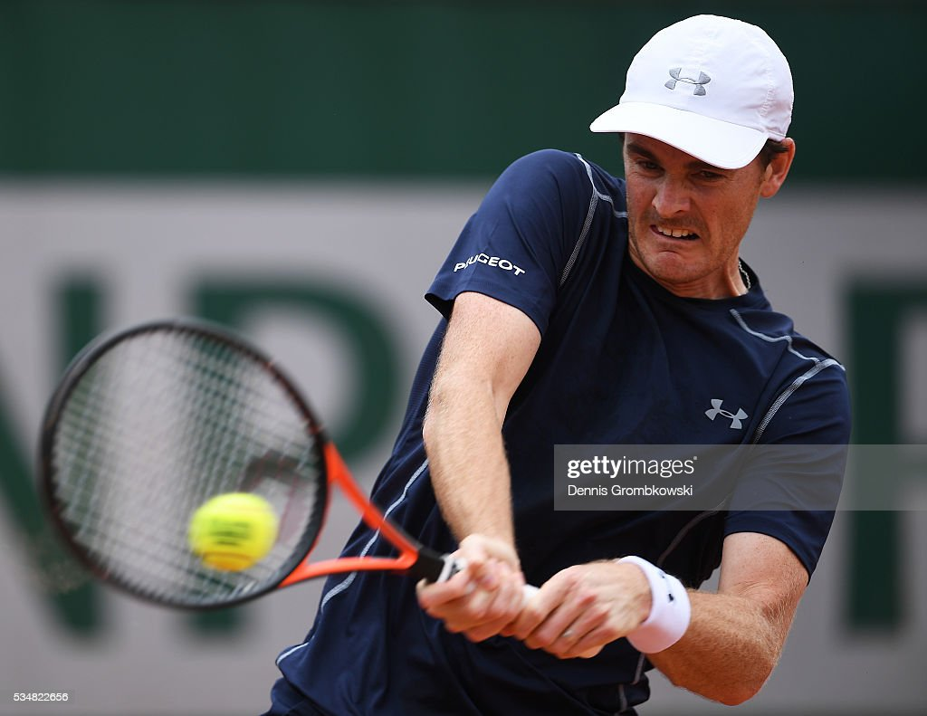 <a gi-track='captionPersonalityLinkClicked' href=/galleries/search?phrase=Jamie+Murray+-+Jogador+de+t%C3%A9nis&family=editorial&specificpeople=4393751 ng-click='$event.stopPropagation()'>Jamie Murray</a> of Great Britain hits a backhand during the Men's Doubles second round match against David Guez of France and Vincent Millot of France on day seven of the 2016 French Open at Roland Garros on May 28, 2016 in Paris, France.