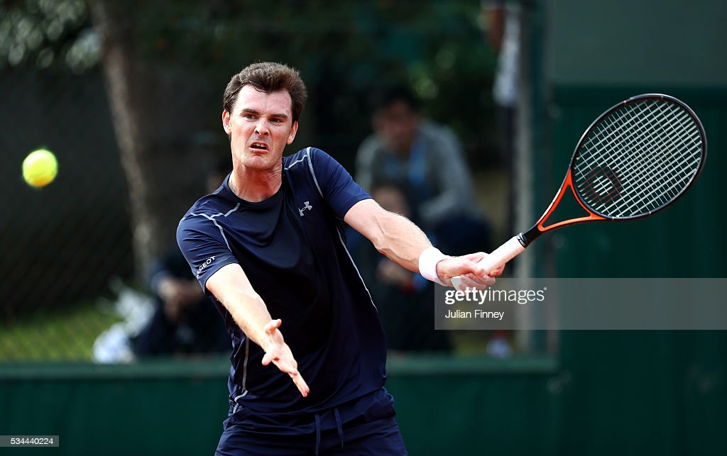 <a gi-track='captionPersonalityLinkClicked' href=/galleries/search?phrase=Jamie+Murray+-+Jugador+de+tenis&family=editorial&specificpeople=4393751 ng-click='$event.stopPropagation()'>Jamie Murray</a> of Great Britain hits a forehand during the Mixed Doubles first round match against Daria Gavrilova and John Peers of Australia on day five of the 2016 French Open at Roland Garros on May 26, 2016 in Paris, France.