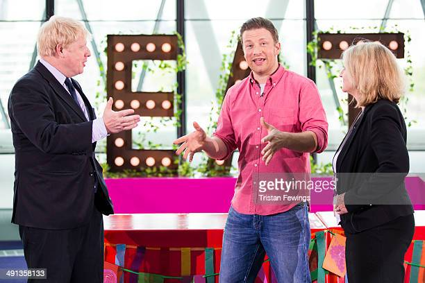 Jamie Oliver is joined by The Mayor of London Boris Johnson and Rosie Boycott after broadcasting a live cooking class from City Hall to school...