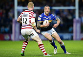 Jamie Peacock of Leeds Rhinos dodges Liam Farrell of Wigan Warriors during the Round 2 match of the First Utility Super League Super 8s between Leeds...
