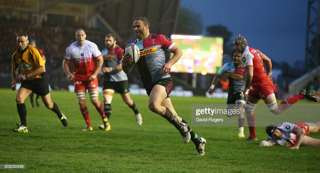 Jamie Roberts of Harlequins breaks through to score the first try during the European Rugby Challenge Cup semi final match between Harlequins and...