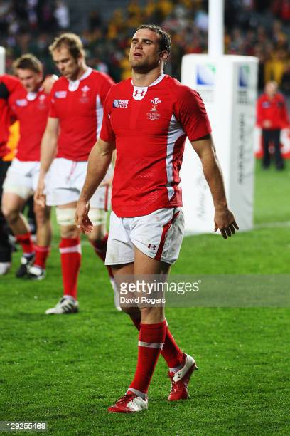 Jamie Roberts of Wales shows his dejection along with his teammate as they walk a lap of honour after Wales lose 98 in semi final one of the 2011 IRB...